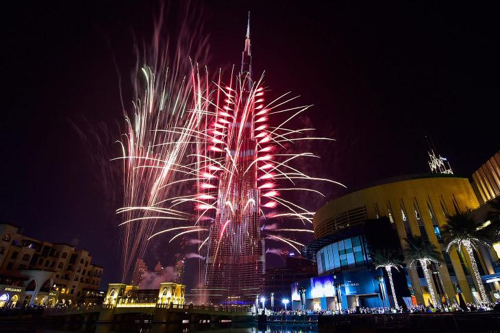 Фейерверк и Бурдж-Халифа в Дубае