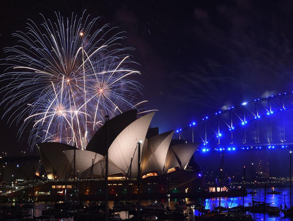 Оперный театр и мост Харбор-Бридж в Сиднее
