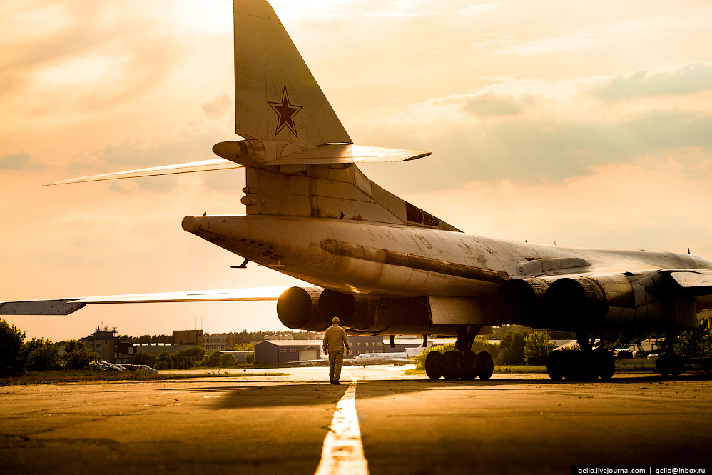 Первый полёт опытного образца Ту-160 состоялся на аэродроме «Раменское» 18 декабря 1981 года.