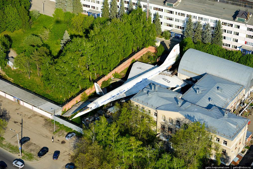 Борт №77107 установлен в учебных целях на территории Казанского авиационного института.