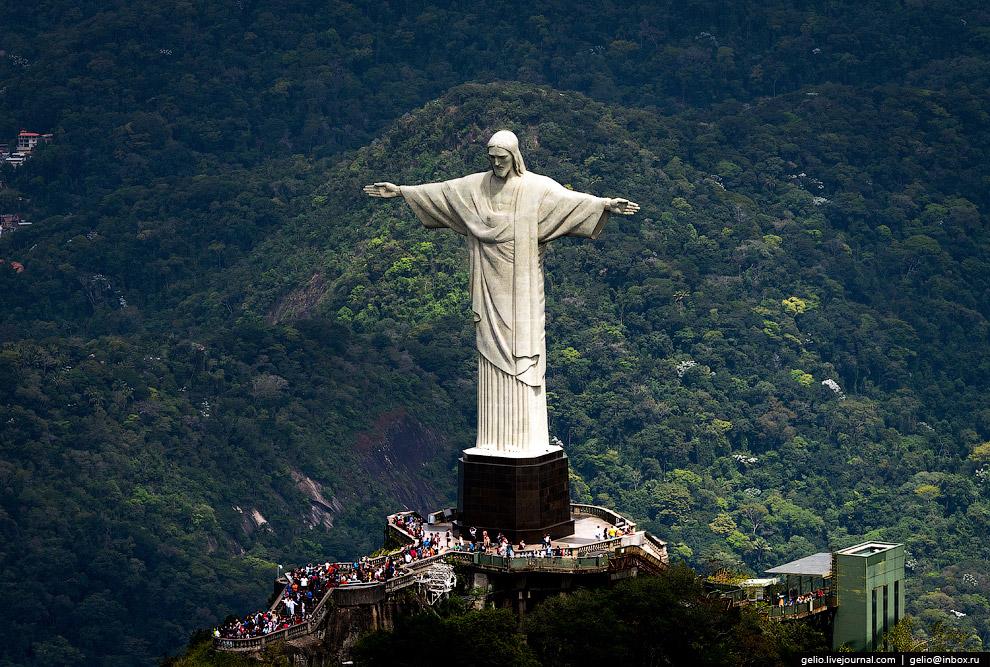 Главная достопримечательность и настоящий символ Рио-де-Жанейро — статуя Христа-Искупителя