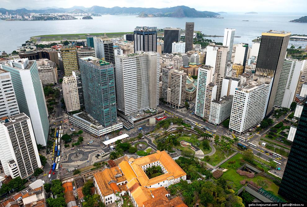 Сердце исторической части Рио-де-Жанейро — площадь Кариока