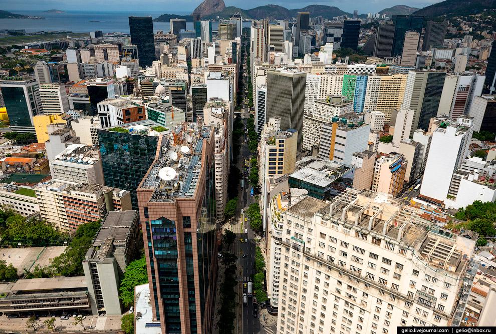 Проспект Рио-Бранко в центре Рио-де-Жанейро.