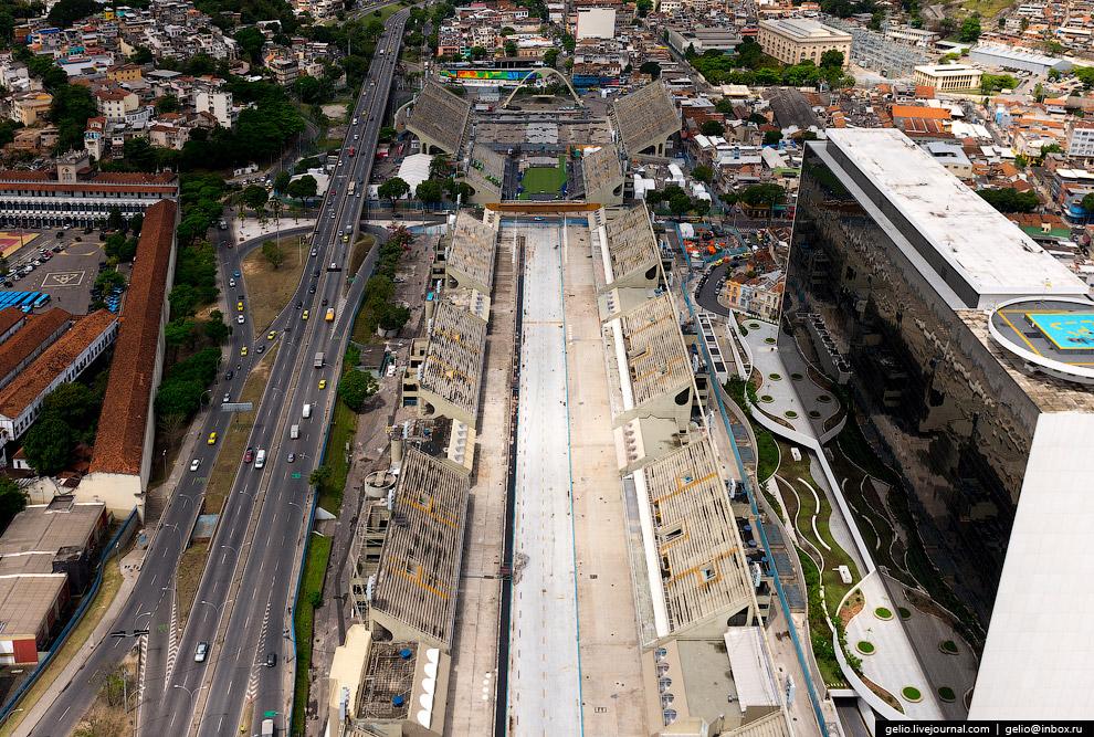 Самбодром — это 700-метровая улица с трибунами на 80 тысяч человек. Во время Олимпиады-2016 на Самбодроме состязались лучники.