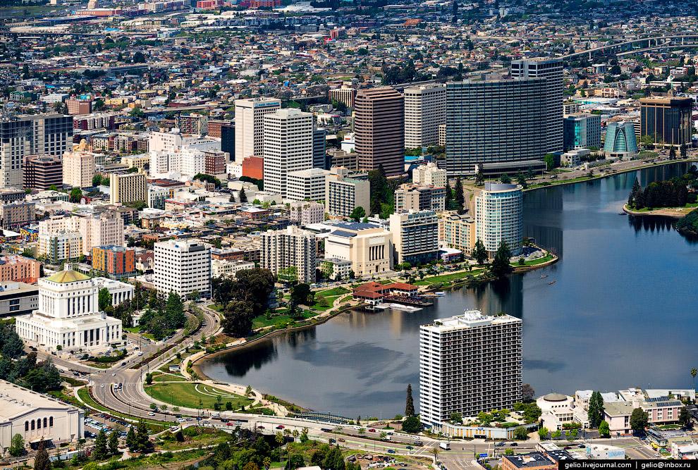 Окленд (Oakland).