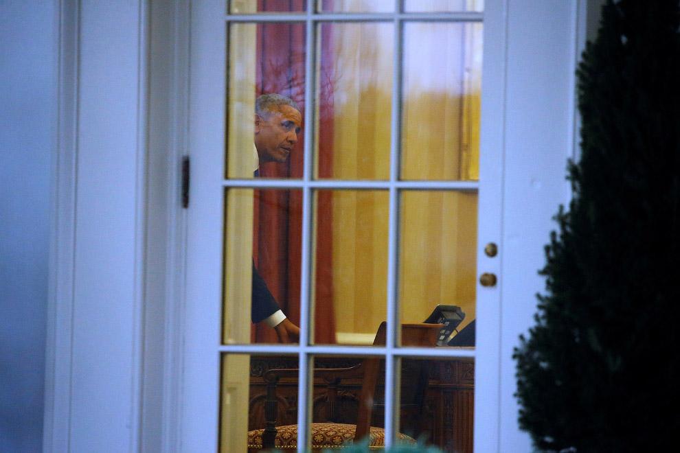Обама спешно забирает последние вещи из Овального кабинета Белого дома