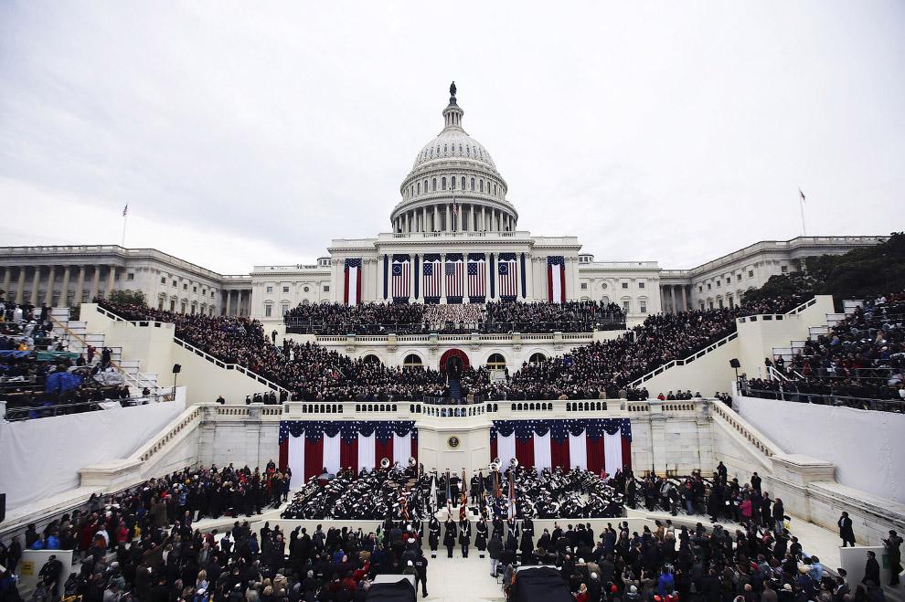 Присяга Дональда Трампа в качестве 45-го президента Соединенных Штатов происходит на Западном крыле Капитолия