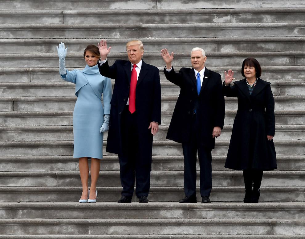 Новая команда. Первая леди Мелания Трамп, президент Дональд Трамп, вице-президент Майк Пенс и его жена Карен