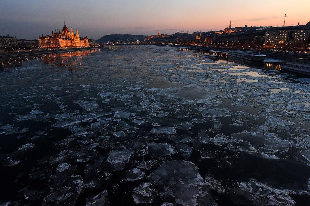 Льдины на Дунае в Будапеште