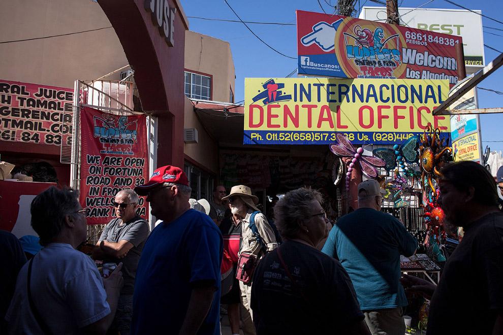 Американцы и стоматология в мексиканском городке Лос-Альгодонес