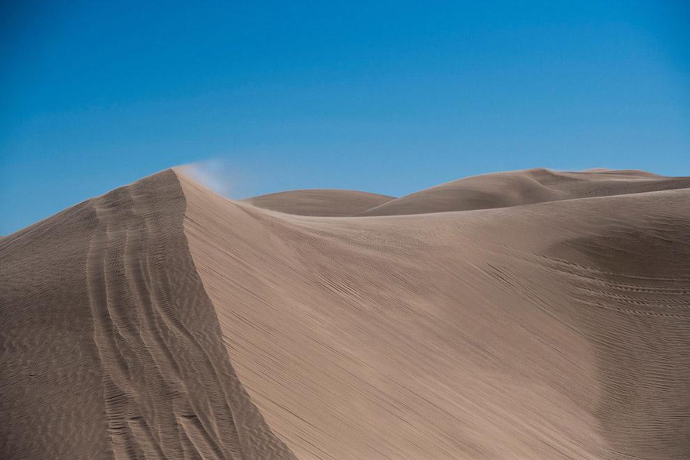Песчаные дюны вблизи границы в Калифорнии