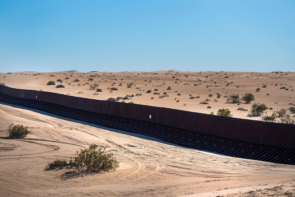 Стена на границе с Мексикой в Калифорнии