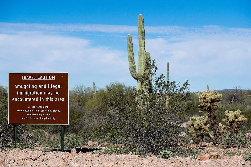 Написано, что тут встречаются нелегальные мигранты, так что ходить в одиночку опасно