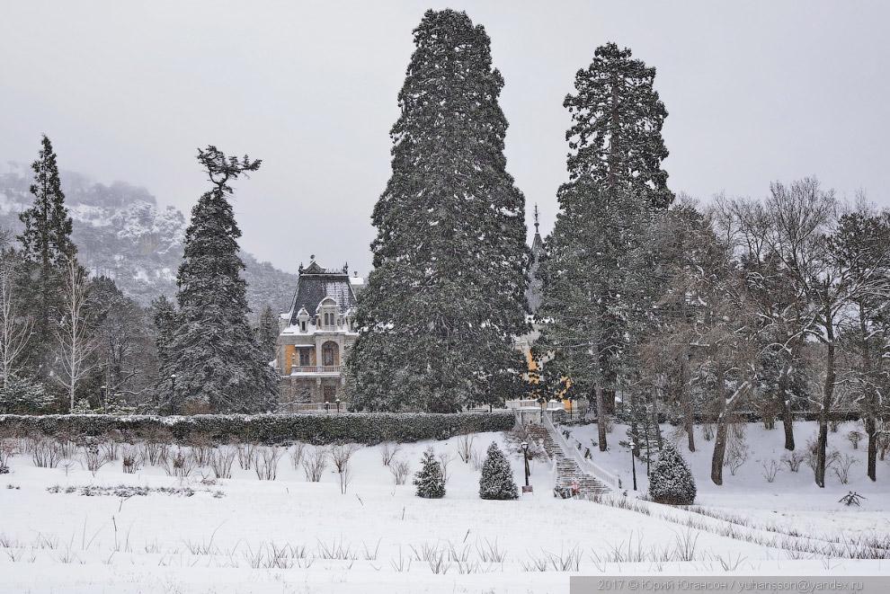 Массандровский дворец в снегу