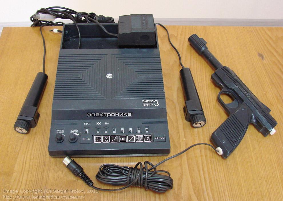 «Электроника Видеоспорт-3» — игровая приставка, 1988 год, на тот момент она стоила 115 рублей, не каждый мог позволить.