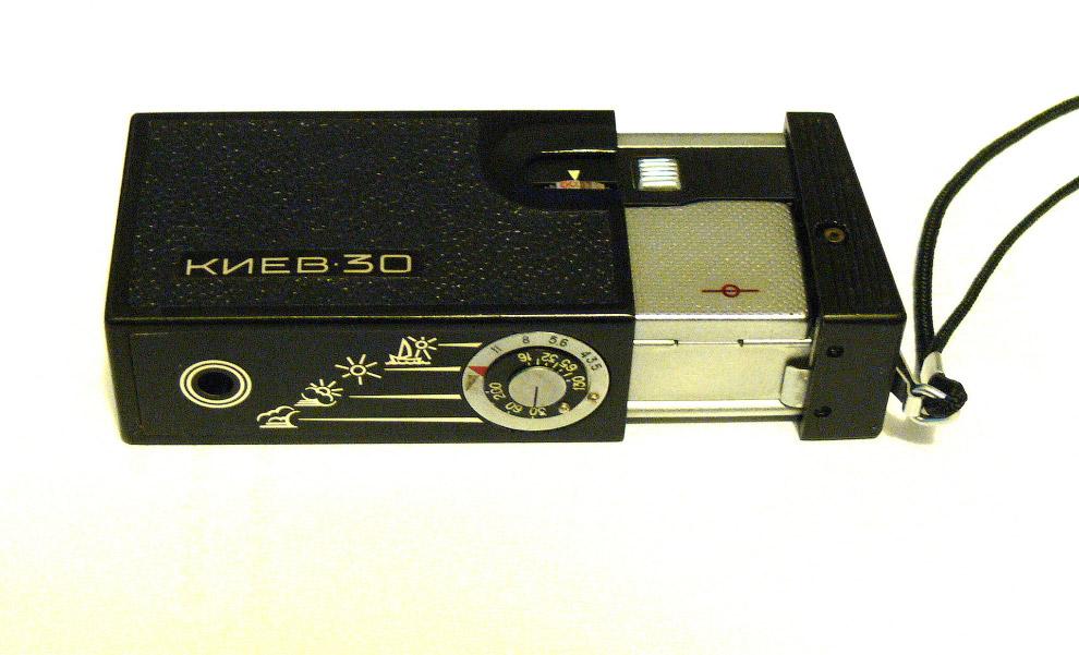 «КИЕВ 30» — карманная камера, которая помещалась в пачке сигарет, вполне можно использовать для шпионажа.