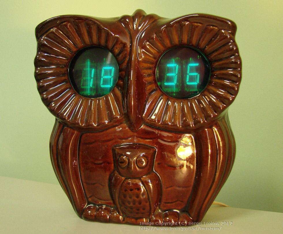 «Сова» — настенные электронные часы с будильником. 1987 год. Цена – 34 руб.