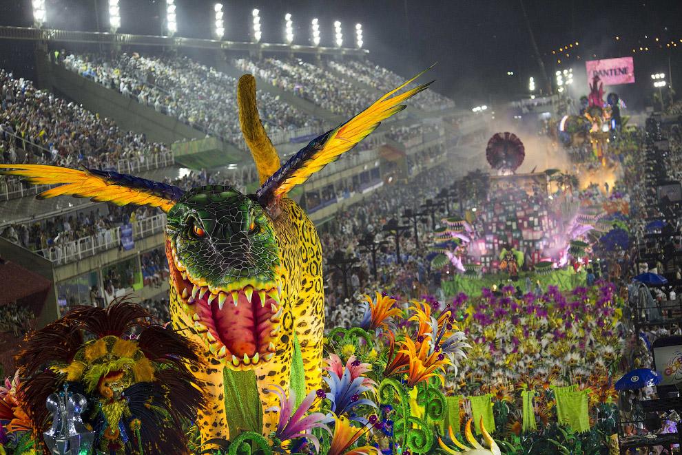 Чудесный дракоша. По масштабу ясно, что это Рио-де-Жанейро