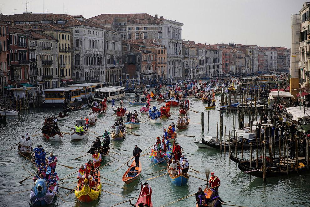 Парад на Гранд-канале в Венеции