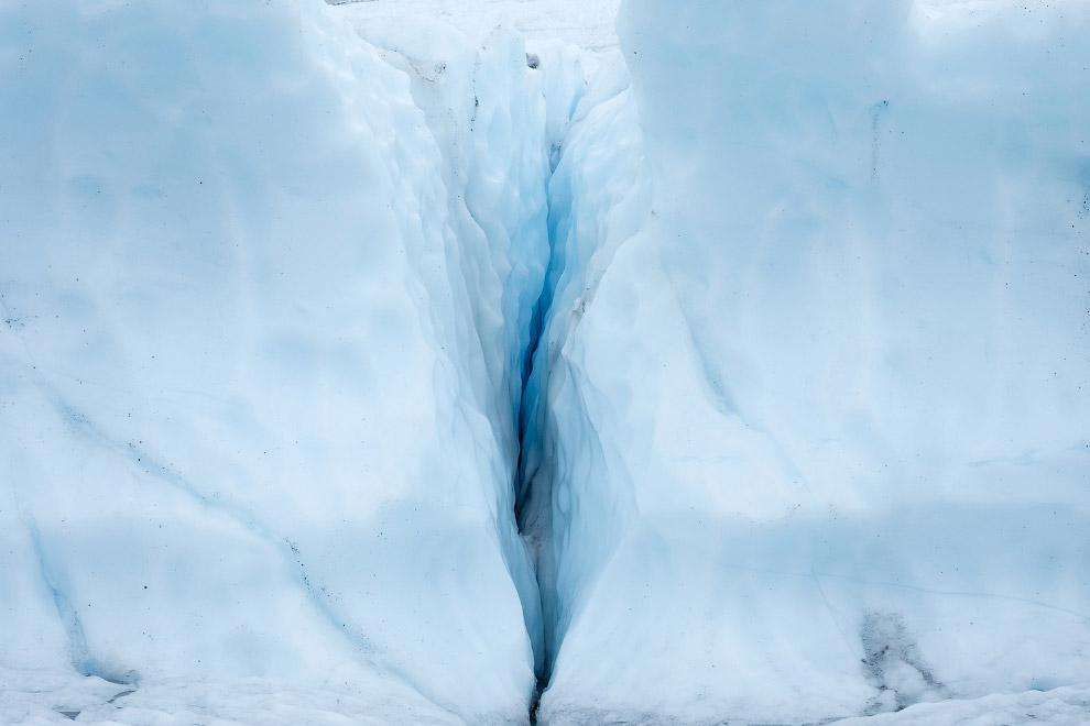 Трещина в леднике леднике Матануска