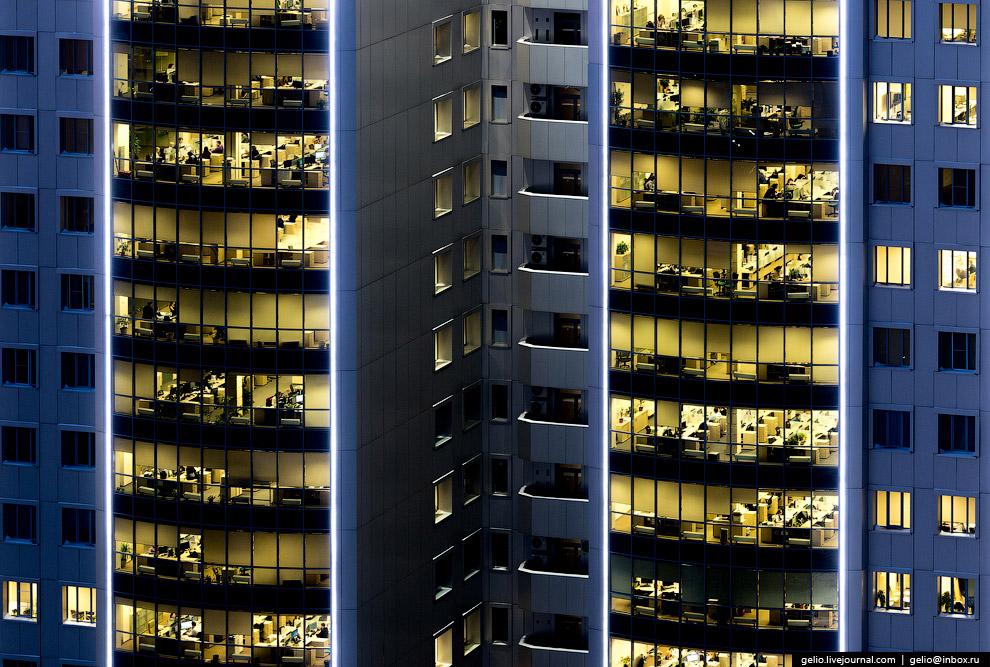 Деньги не спят. Одно из высотных зданий «Сбербанка».