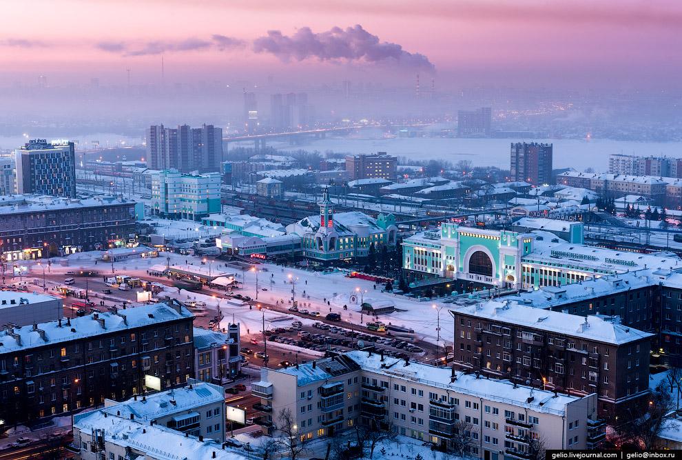 Площадь Гарина-Михайловского и вокзал «Новосибирск-Главный».