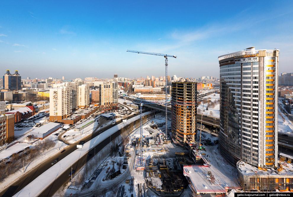 Ипподромская магистраль, один из самых активно застраиваемых участков Новосибирска.