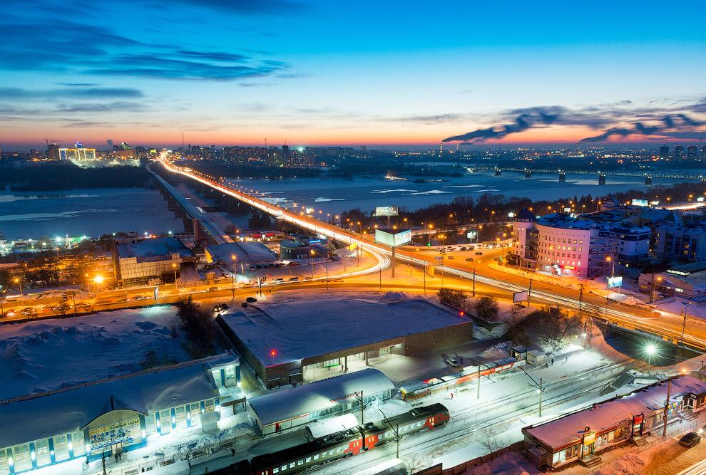 «Речной вокзал» — станции метрополитена и железной дороги, один из самых напряженных пересадочных узлов пассажирской транспортной системы города.