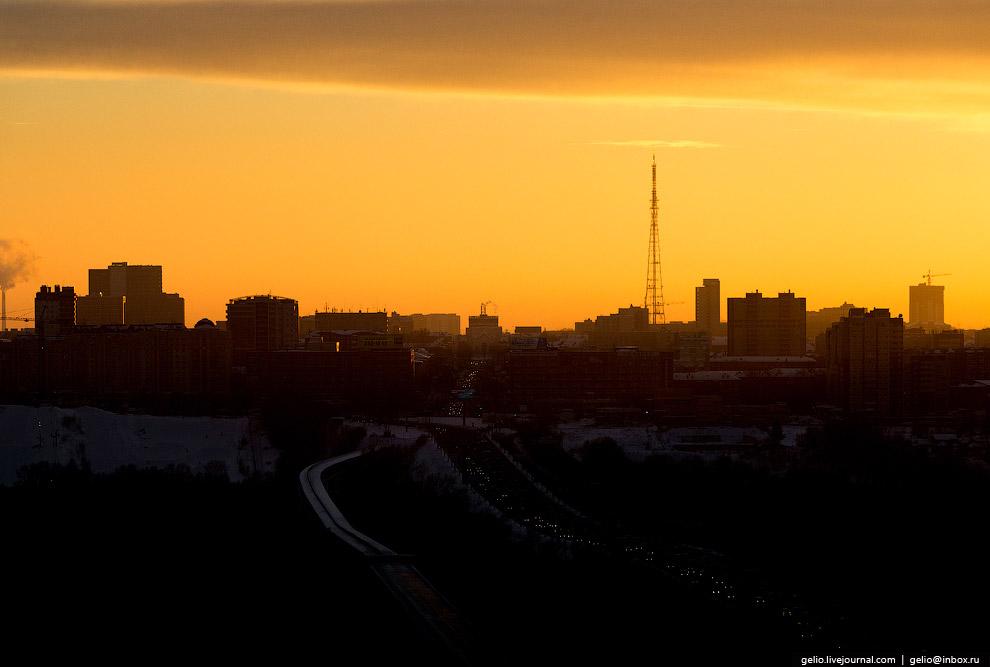 Силуэт левобережной части Новосибирска с телевизионной вышкой (192 метра).