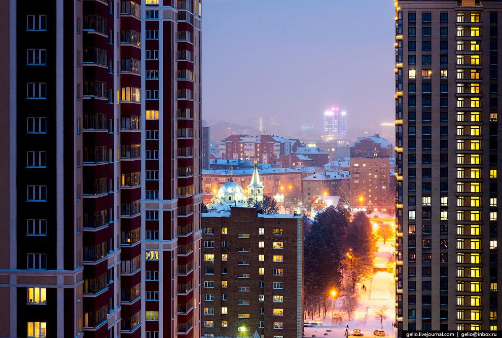 Новосибирск тянется к небу.