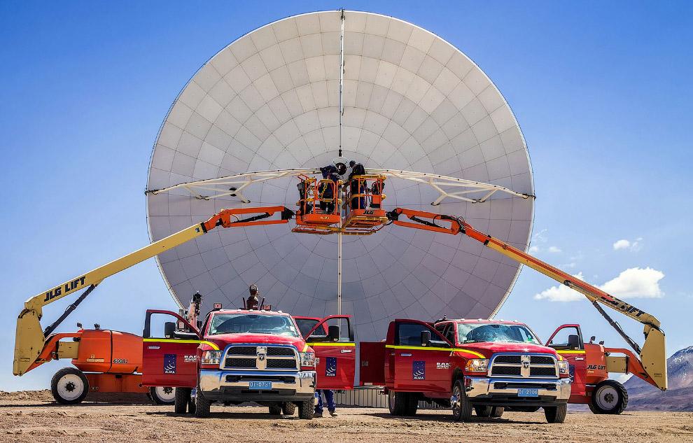 Один из 66 телескопов комплекса ALMA
