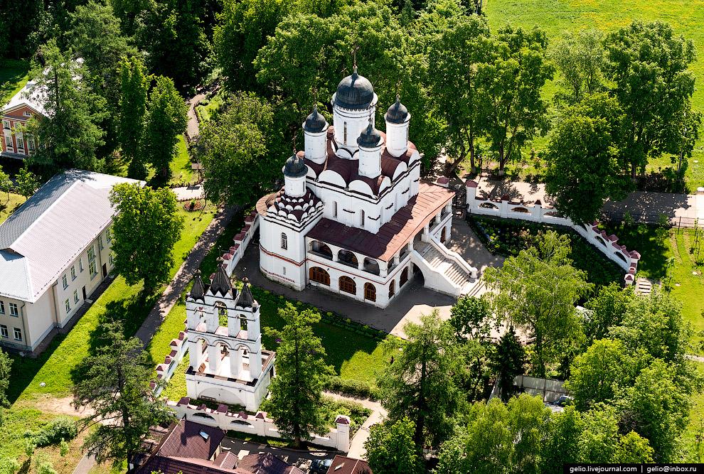 Спасо-Преображенская церковь (входит в состав усадьбы Вязёмы)