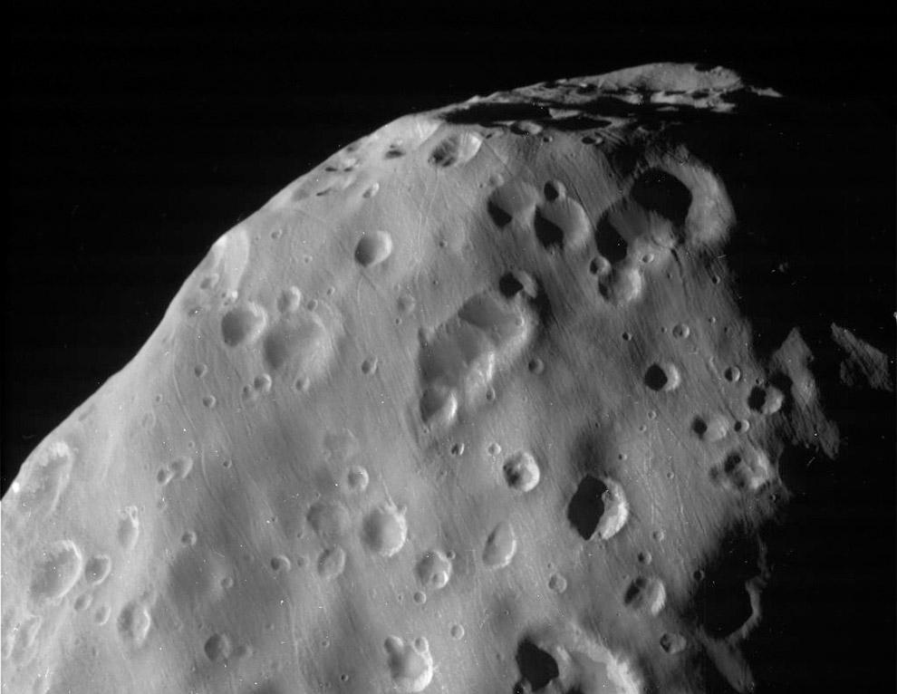 Еще один внутренний спутник планеты Сатурн. Назван именем персонажа древнегреческой мифологии Эпиметея