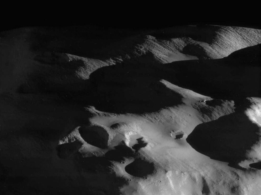 Кратеры, холмы и рельеф поверхности Эпиметея