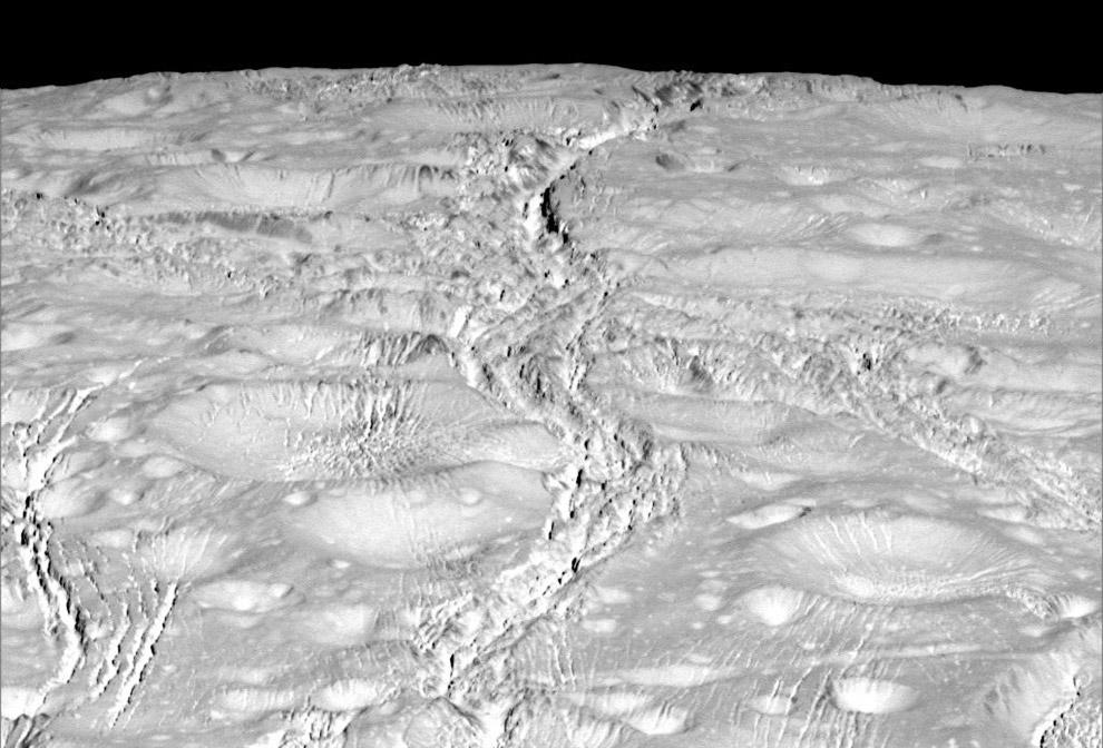 Поверхность Энцелада вблизи