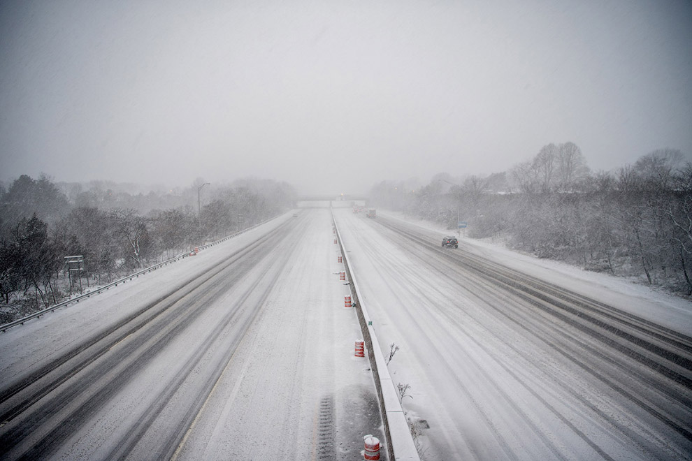 Шоссе на Лонг-Айленд почти пустое из-за погоды