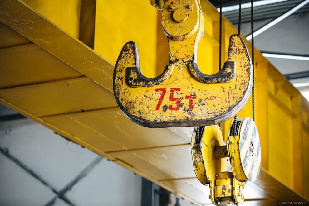 Гак крана на 75 тонн