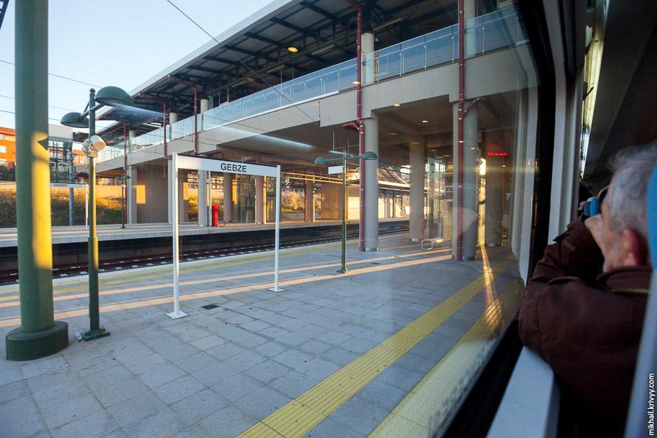 Станція Гебзе (Gebze).  Кінцева для електричок «Мармарай».