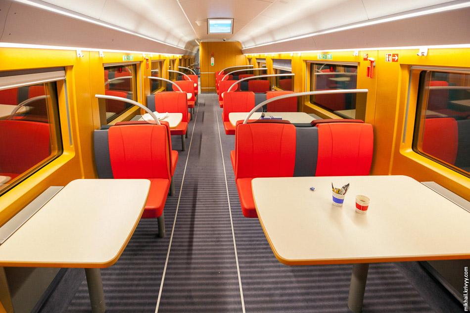 Поїзд TCDD HT80103.  Вагон-бар.