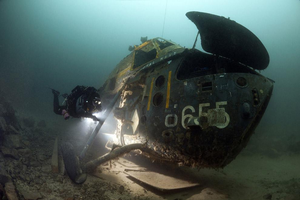 Вертолет на дне морском