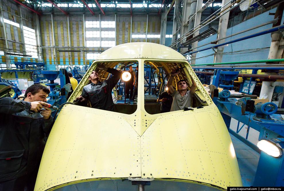 Экипаж Бе-200ЧС состоит из двух пилотов.
