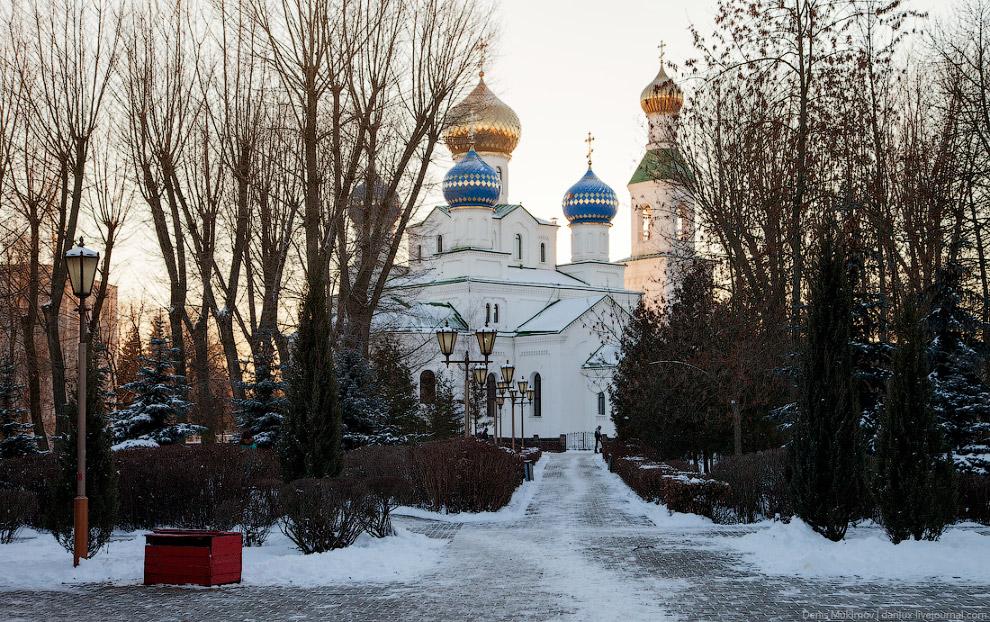 Свято-Никольский собор постройки конца XIX века.
