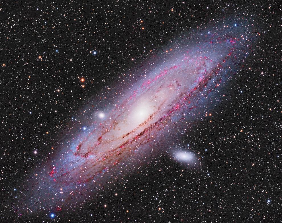 Андромеда. Спиральная крупнейшая галактика Местной группы