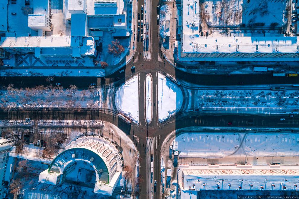 Трамвайное кольцо на проспекте Ленина — отдельная достопримечательность.