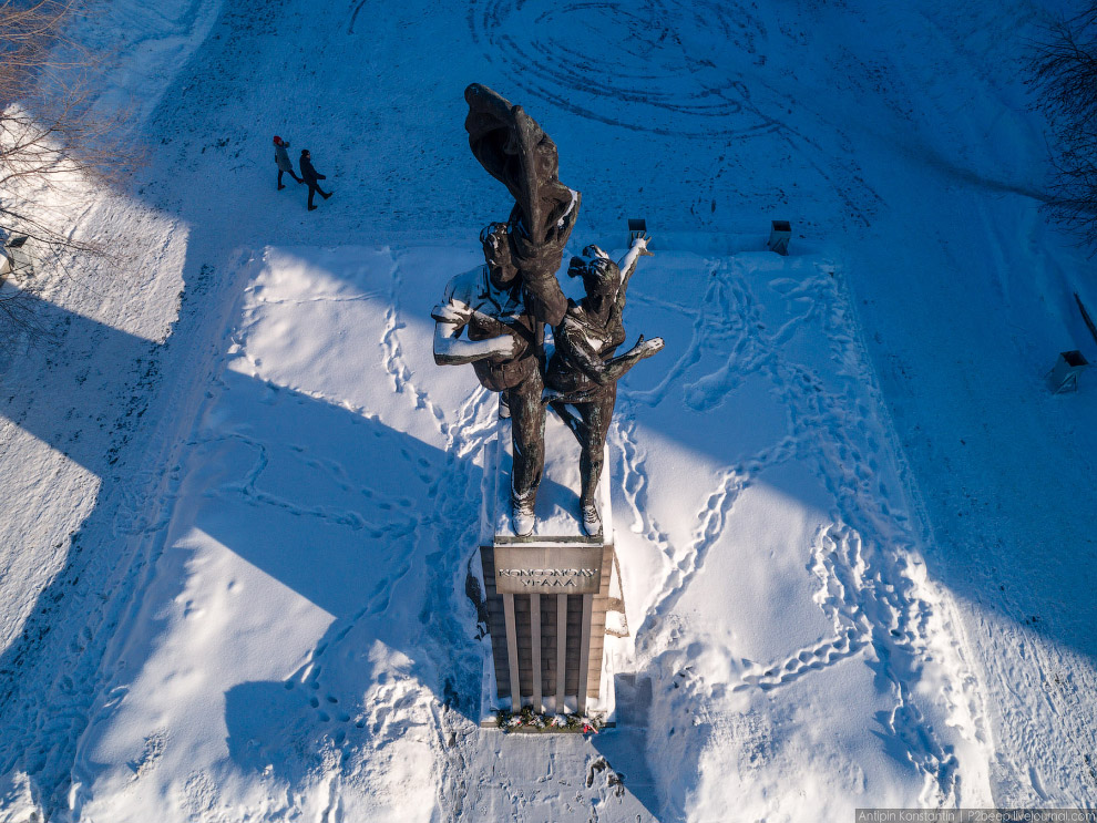 Памятник «Комсомолу Урала».