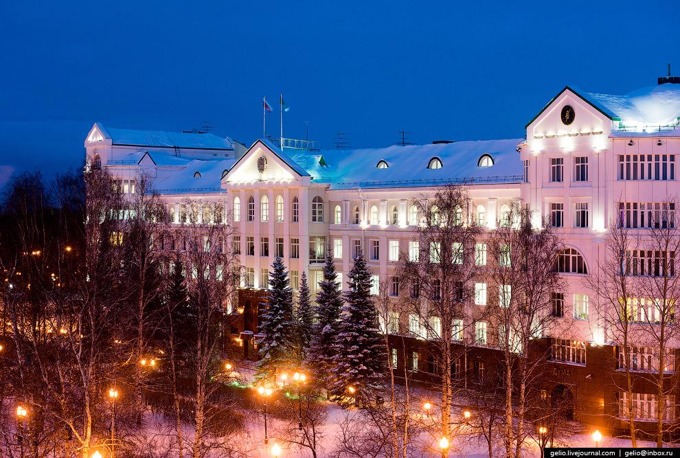 Здание правительства Югры
