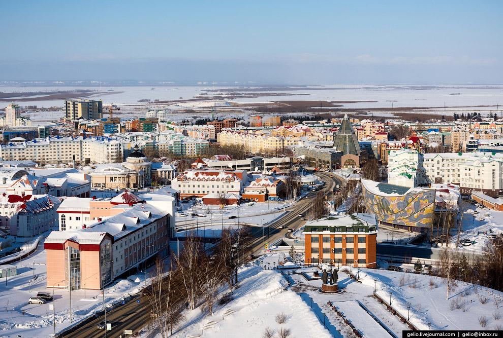 Улица Гагарина. Одна из самых протяжённых в городе.