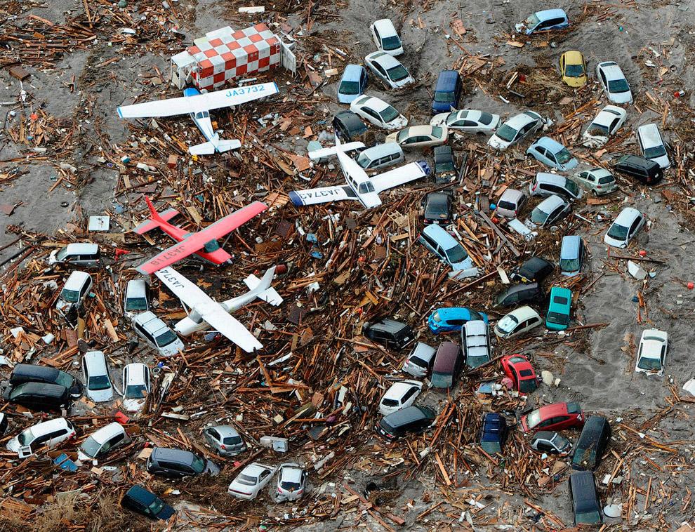 Мусор, машины, самолеты вперемешку – это аэропорт Сендай