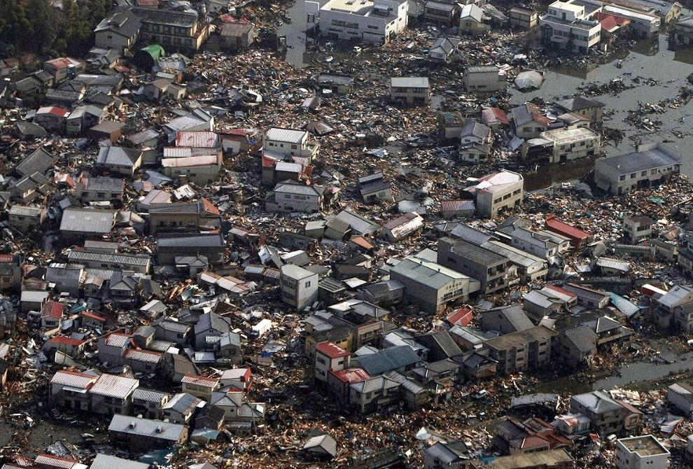 На следующий день после землетрясения и цунами. Кесеннума, префектура Мияги
