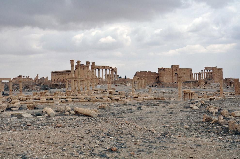 Отступавшие боевики не успели уничтожить все древние постройки. Пальмира